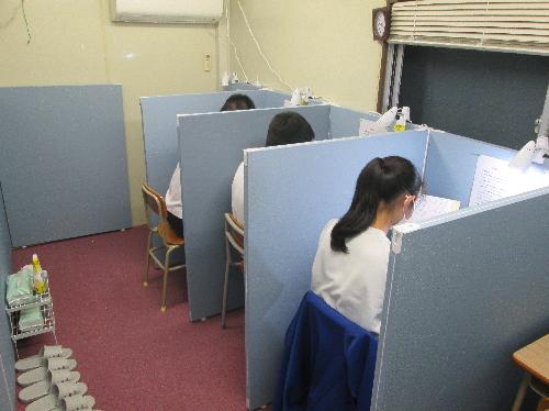 生徒のいる自習室(加工済み)